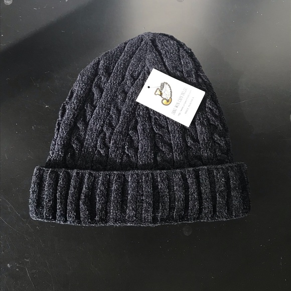 68bd28bdf80 Brand-new chenille cable knit beanie hat! Unisex.